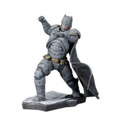 FIGURA BATMAN VS SUPERMAN ARTFX BATMAN 21 CM