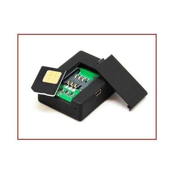 Se trata de un sencillo y pequeño dispositivo formado por dos elementos básicos: un micrófono GSM y una tarjeta SIM